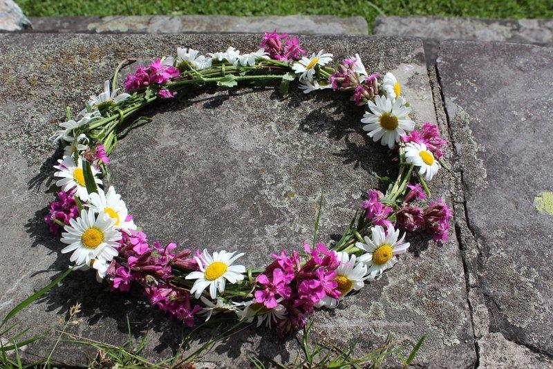 blomsterkrans prestekrage 020-001