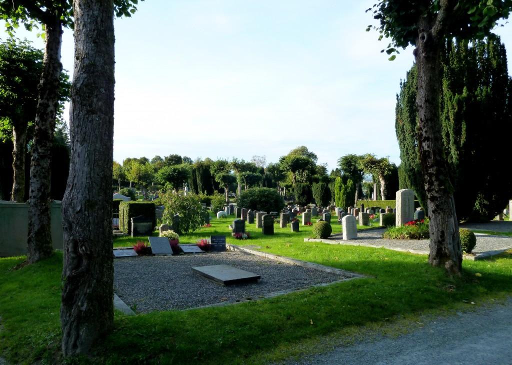 kirkegården 006