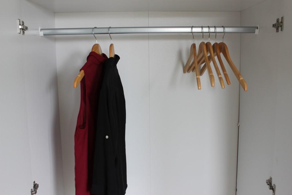 Bare to plagg i klesskapet